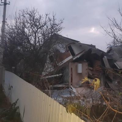 Под Киевом мощный взрыв разрушил часть дома: есть пострадавший