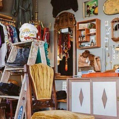 В Соломенском районе появился пункт приема вещей для нуждающихся