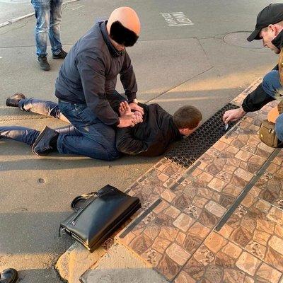 Сотрудники СБУ задержали следователя Святошинского управления полиции за вымогательство  тыс взятки