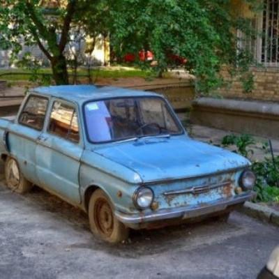 Столичные райгосадминистрации нашли на территории Киева 304 брошенных автомобиля