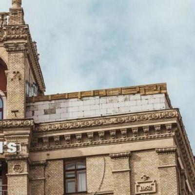Гончарук и Кличко бессильны: стройка на крыше дома на Майдане возобновилась
