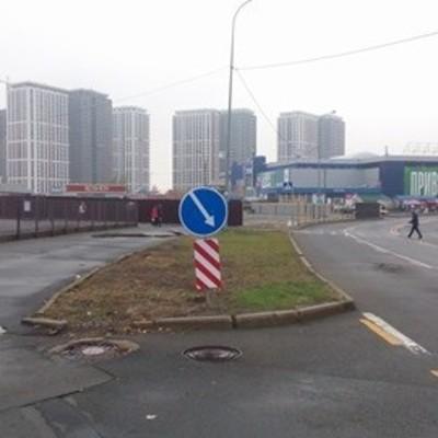 Обойдетесь без дороги: на Осокорках под застройку отдали часть проезжей части