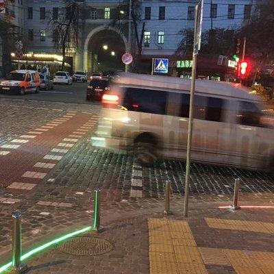 Светофор с подсветкой для пешеходов установили в центре Киева
