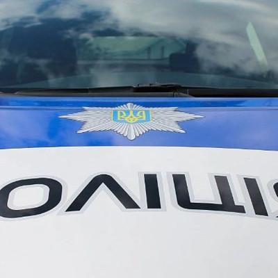 Под Киевом чиновник наехал автомобилем на журналиста: есть видео