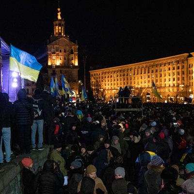 В годовщину Революции достоинства в Киеве тысячи людей вышли на вече на Майдане