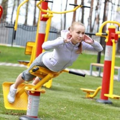 КОГА на 15 млн гривен накупила оборудования для спортплощадок 46 школ столичной области (адреса)