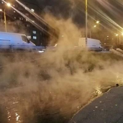 В Киеве – очередная коммунальная авария: на Оболони кипятком залило улицу