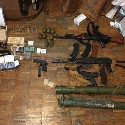 Под Киевом накрыли арсенал оружия: подробности