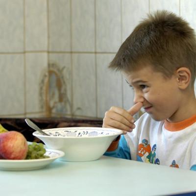 Дети, пропускающие завтрак, хуже учатся: чем лучше покормить ребенка утром