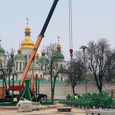 В столице вовсю готовятся к Новому году 2020 (ФОТО)