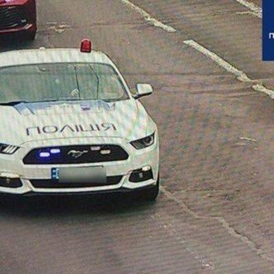 В Киеве задержали фейковое авто полиции с псевдополицейским: фото