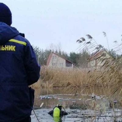 Под Киевом два человека провалились под лед, их тела достали спасатели