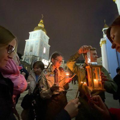 В Киев прибыл Вифлеемский огонь мира (ФОТО)