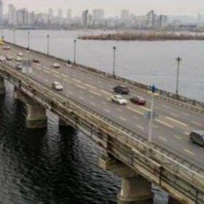 Один из самых загруженных мостов Киева может рухнуть в любую минуту