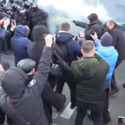 Полиция готовит подозрения трем участникам столкновений у стен Рады в Киеве