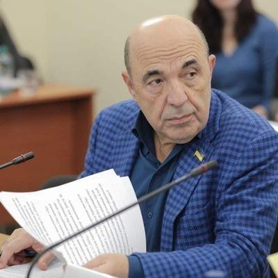 Рабинович: Власть, как вурдалак, ночью пытается продать землю Украины