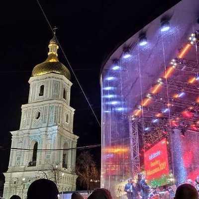 В Киеве зажглись огни на главной новогодней елке Украины