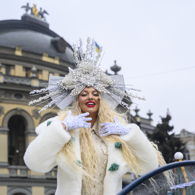 В Киеве прошел первый новогодний парад (видео)