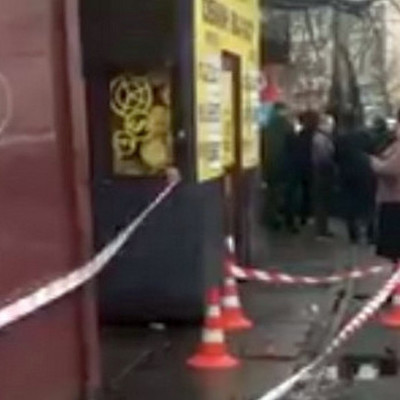 В Киеве снова стрельба: возле обменника женщину ранили в голову (видео)