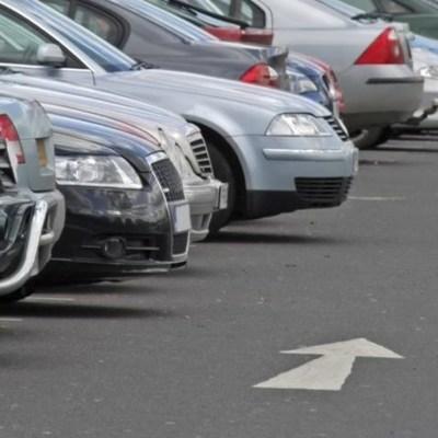 Елка из 206 авто: дрон снял на видео невероятное действо на парковке