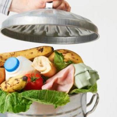 Украинцы в праздники выбрасывают еды на 470 млн гривен