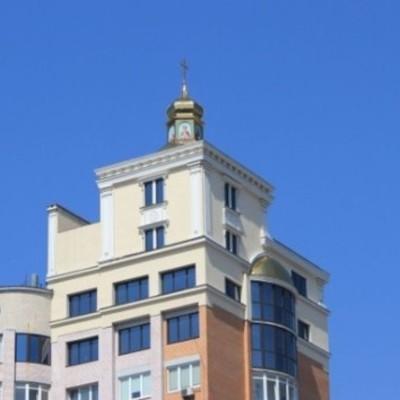 В Киеве на крыше 16-этажки обнаружили церковь-надстройку