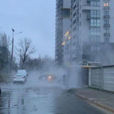 Ещё один прорыв трубы с горячей водой в Киеве на Шулявке