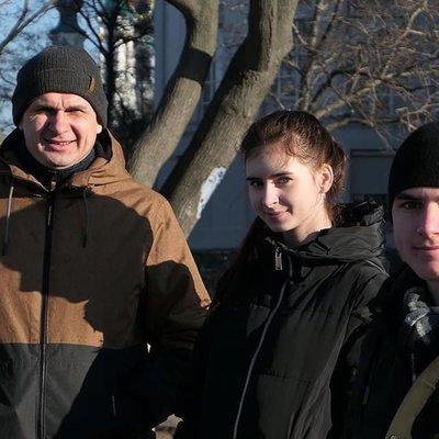 Семья Сенцовых воссоединились: в Киев из Крыма переехали мать и сын Олега