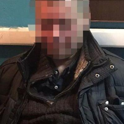 В метро Киева пассажир напал на полицейского