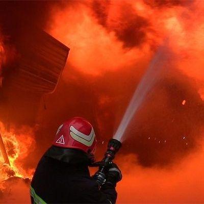 В Киеве горит многоэтажка, жителей эвакуируют