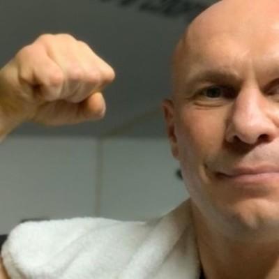 Участник драки с Кивой заявил, что депутат сломал ему нос