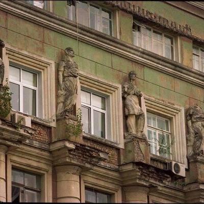 В столице портят архитектурные памятники