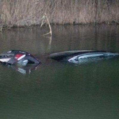 Под Киевом из-за собаки автомобиль с ребенком в салоне оказался в реке