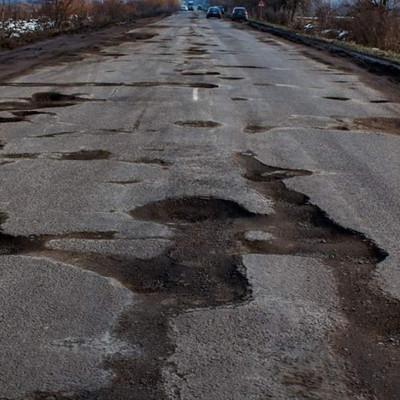 По ним опасно ездить: 9 ужасных дорог в Киеве, которые нуждаются в ремонте