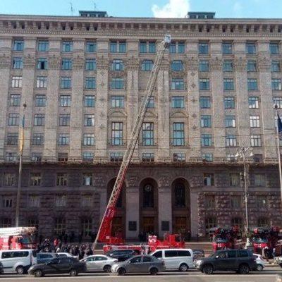 Спасатели Киева получили технику для высотных работ и дыхательные аппараты