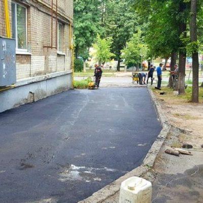 За год в Киеве обновят асфальт в 760 дворах и проездах