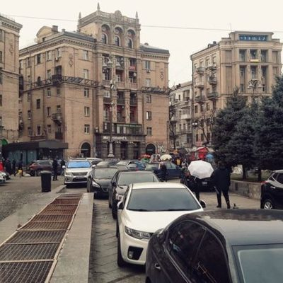 Фото дня. Майдан Незалежности превратился в стихийную парковку