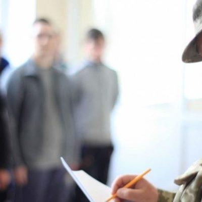 Коронавирус «отложил» призыв в армию