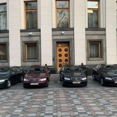 Некоторые медики в Киеве будут ездить на работу на авто Верховной Рады