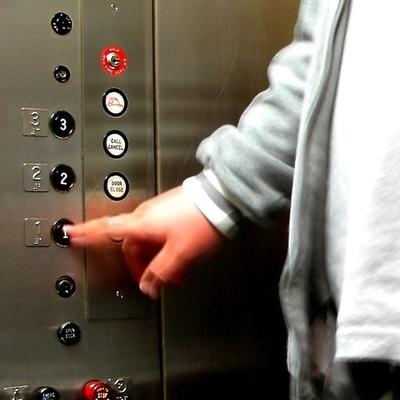 Как не заразиться коронавирусом в лифте — советы Минздрава
