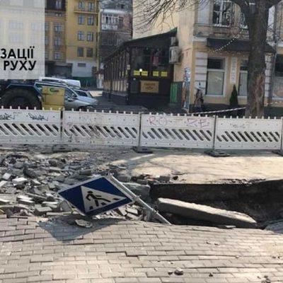 На улице Ярославской прорыв теплосети