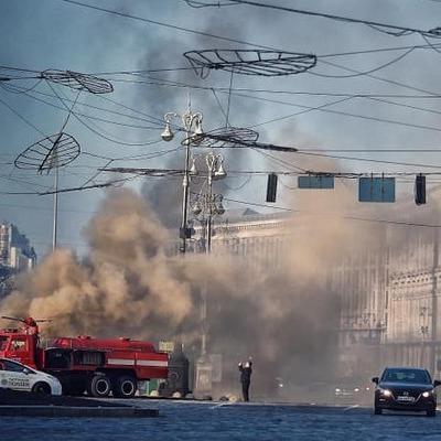 Центр Киева окутал черный дым: вспыхнул мощный пожар (фото, видео)