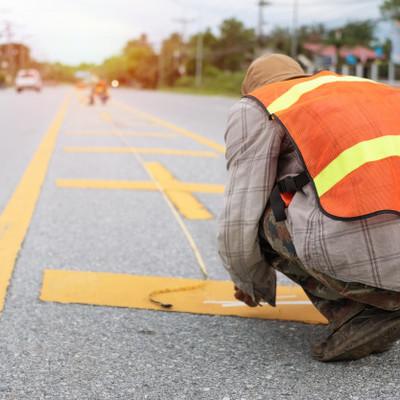 Строительство дорог - шанс устроится для безработных. Премьер призывает дорожно-строительные компании нанимать украинцев