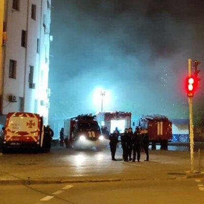 Масштабный пожар уничтожил торговые ряды в Киеве, появились фото: