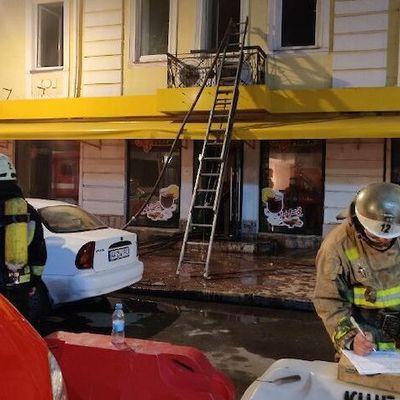 В Киеве на Подоле сгорел ресторан быстрого питания: тушили более 8 часов