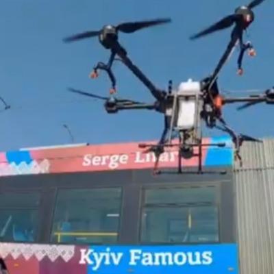 В Киеве для дезинфекции улиц используют дроны