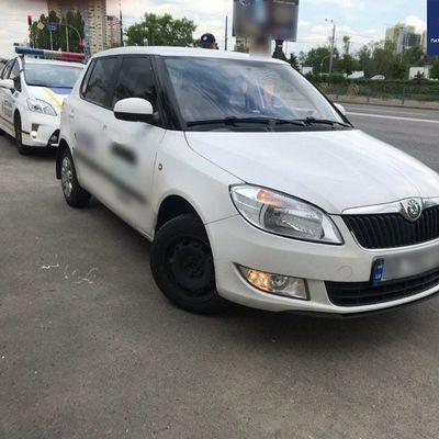 По Киеву разъезжал таксист под кайфом