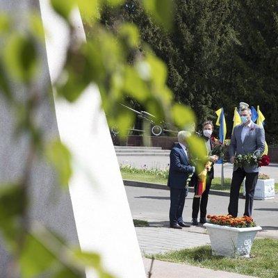 Кличко вместе с послом Германии почтили солдат в День памяти и примирения