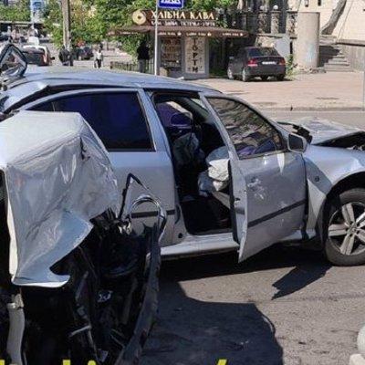 В Киеве произошла тройная авария: есть пострадавшие – фото