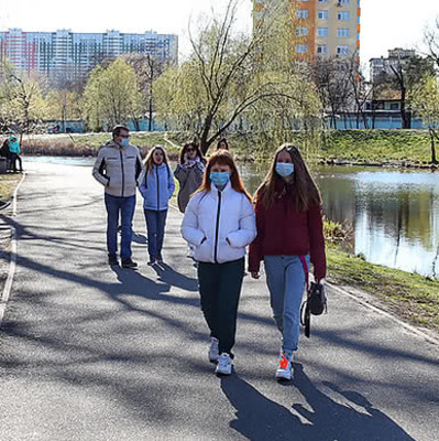 В Киеве люди рванули на пляжи и в парки после ослабления карантина